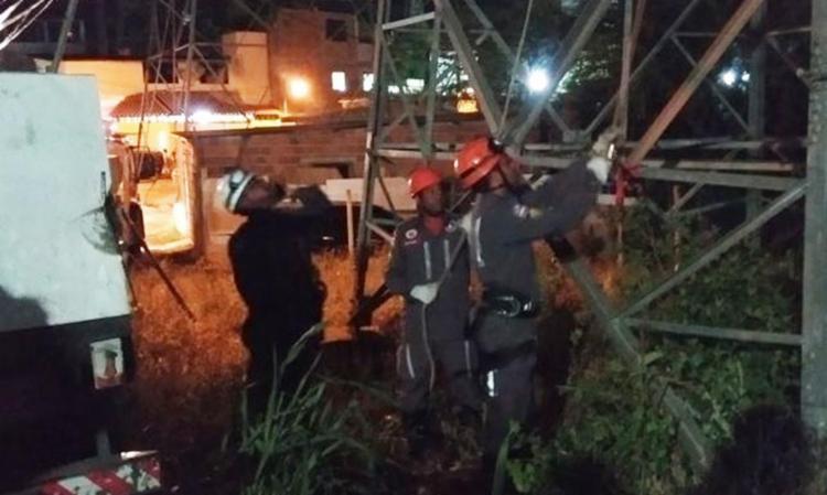 Homem foi resgatado de uma torre elétrica com aproximadamente 60 metros de altura - Foto: Divulgação | SSP