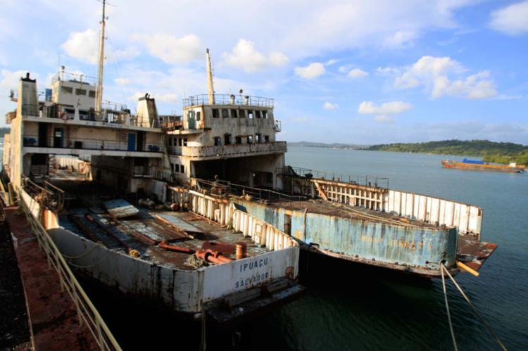 As embarcações Ipuaçu e Monte Serrat podem ser escolhidas para a prática do afundamento assistido - Foto: Alessandra Lori   Ag. A TARDE