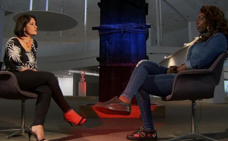 A cantora angolana Titica conversa com Roseann Kennedy - Foto: Reprodução | TV Brasil