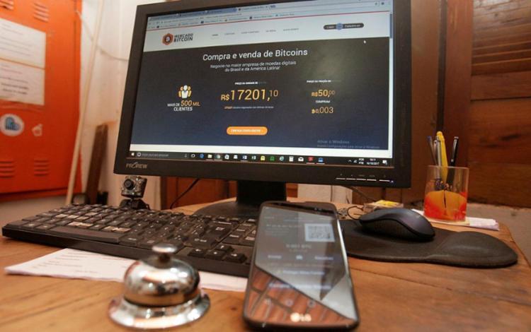 No Brasil, o uso seguro das moedas virtuais está sendo discutido na Câmara dos Deputados - Foto: Mila Cordeiro   Ag. A TARDE