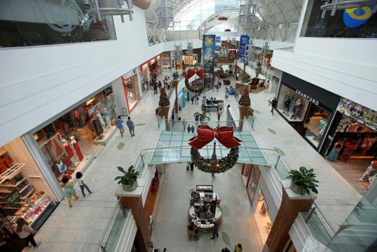 Lojas de shopping e comércio de rua contratam temporários - Foto: Raul Spinassé | Ag. A TARDE