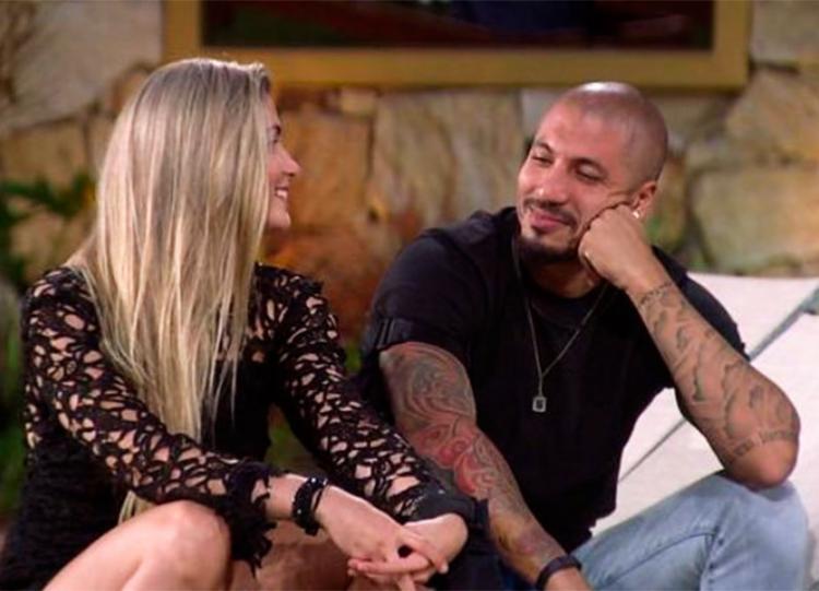 O casal começaram a namorar durante o programa - Foto: Reprodução | Twitter