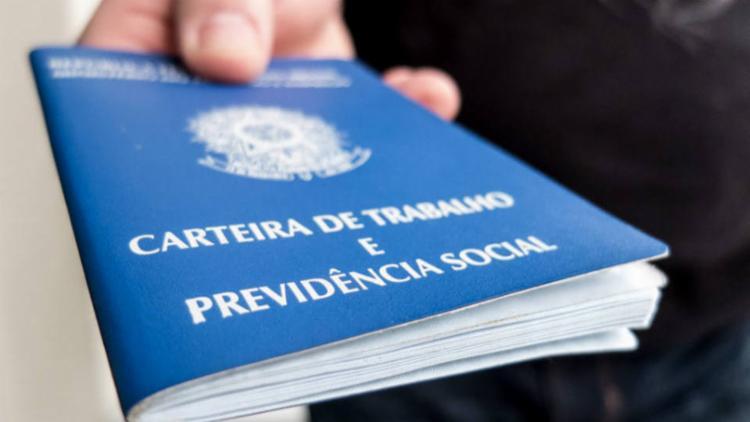 Brasil cria 76,6 mil vagas de trabalho com carteira assinada em outubro