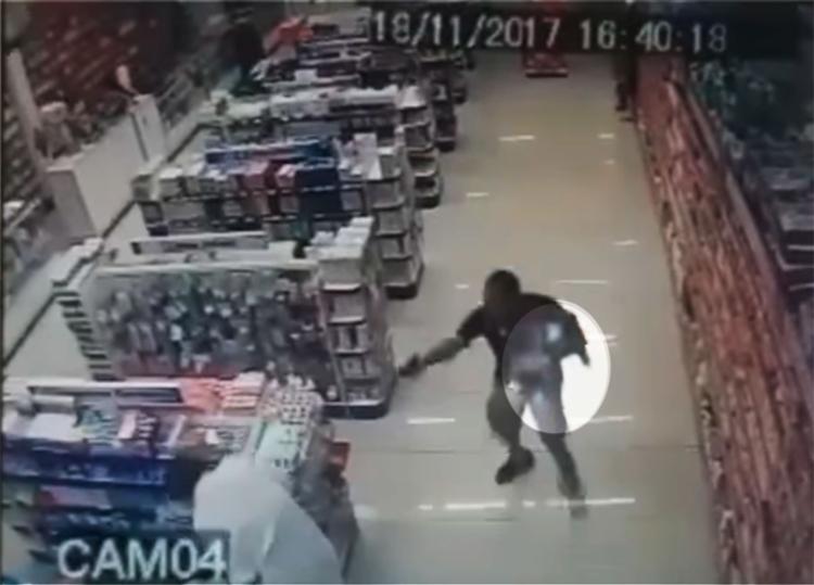 A ação do PM durou cerca de 25 segundos - Foto: Reprodução   YouTube