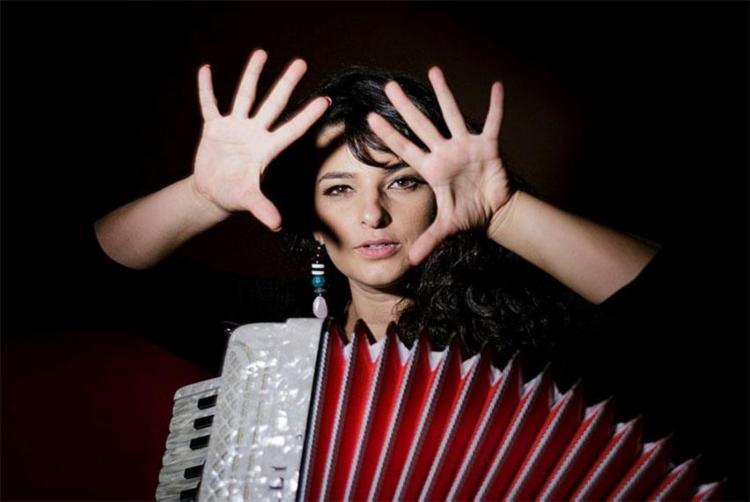 A cantora apresenta o show Vinda da Ida nesta quarta no Teatro Vila Velha - Foto: Tiago Lima   Divulgação