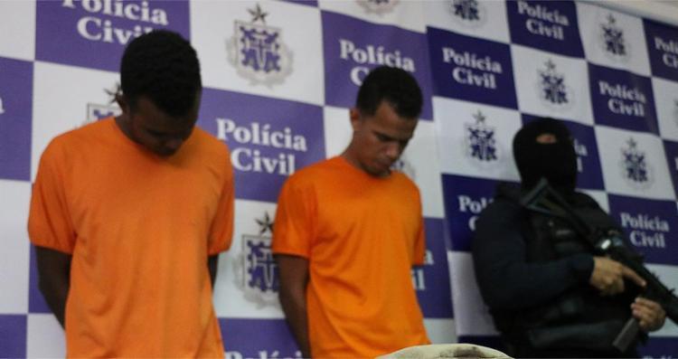 Rodrigo (centro) foi quem matou Antônio com golpes de marreta. Uiliam dirigiu o carro - Foto: Alberto Maraux   SSP