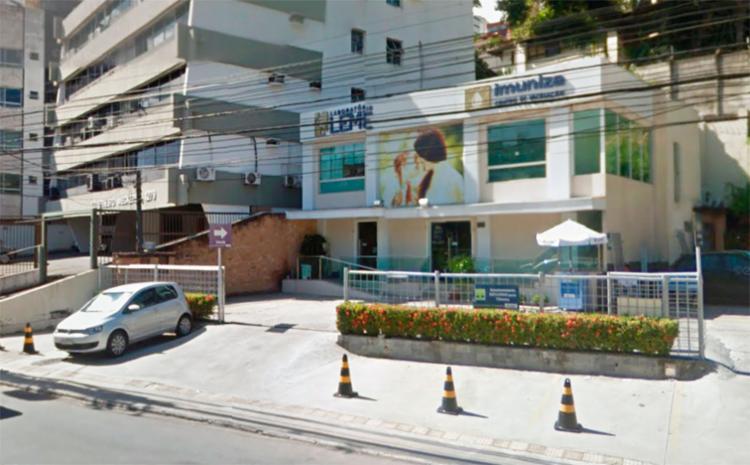 O laboratório fica em frente ao monumento Clériston Andrade - Foto: Reprodução | Google Maps