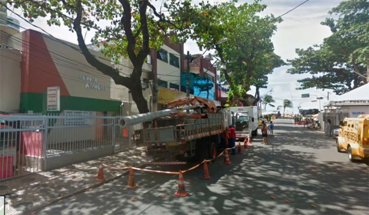 O homem tentava roubar objetos do escritório da Clínica Amigos, na Barra - Foto: Reprodução | Google Maps