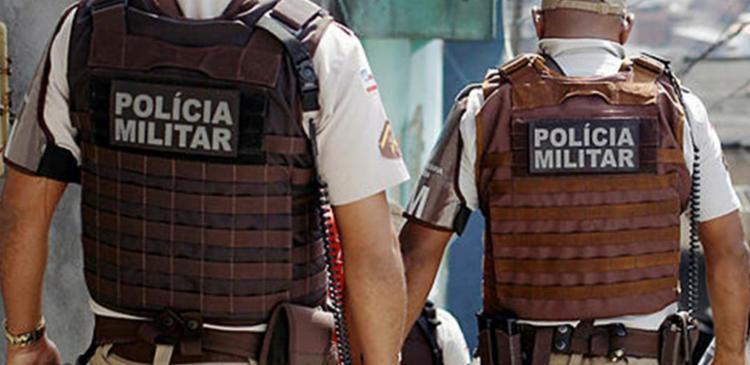 Troca de tiros aconteceu na rua 20 de outubro, bairro Alto de Coutos, em Salvador - Foto: Raul Spinassé   Ag. A Tarde