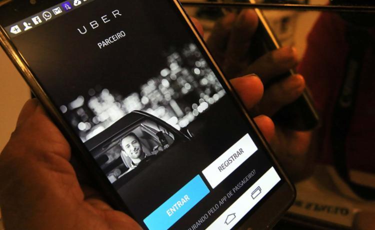 Informação de milhões de clientes pirateada — Uber