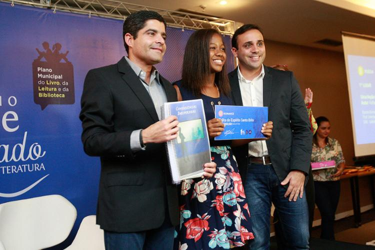 Estudante recebe homenagem do prefeito ACM Neto - Foto: Alessandra Lori l Ag. A TARDE