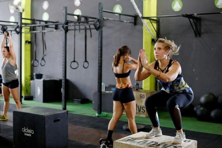 Alunos do boxe Aldeia, na Pituba: treinamento de força e alta intensidade - Foto: Raul Spinassé / Ag. A TARDE