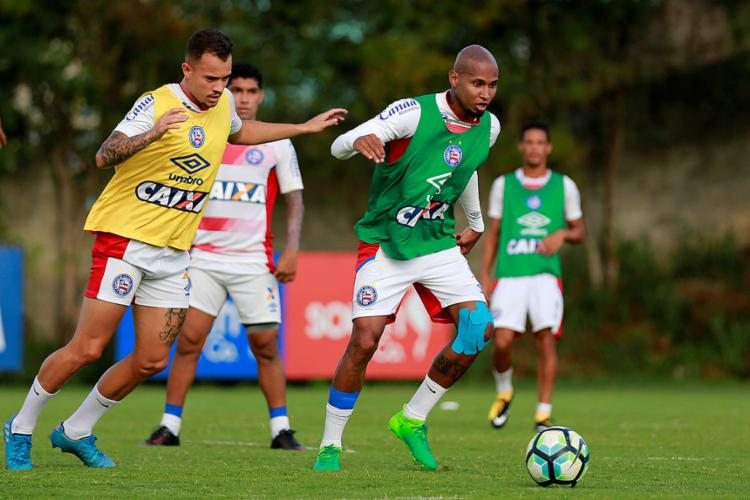Com apenas três partidas em 2017, Wellington Silva (D) tem chance de ser escalado no domingo - Foto: Marcelo Malaquias l EC Bahia