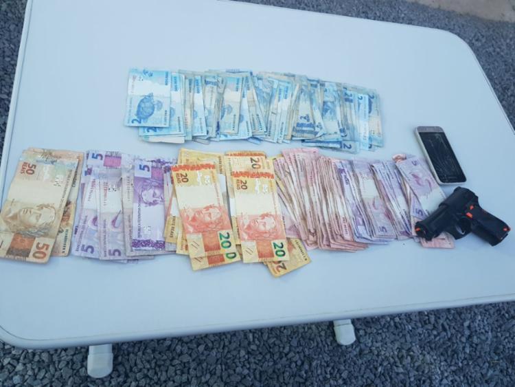 Suspeito usava arma de brinquedo para cometer os crimes - Foto: Divulgação | SSP