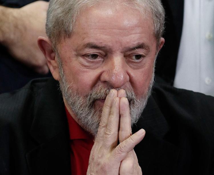 Defesa de Lula diz que bloqueio de bens é ilegal e inconstitucional - Foto: Miguel Schincariol l AFP l 13.7.2017