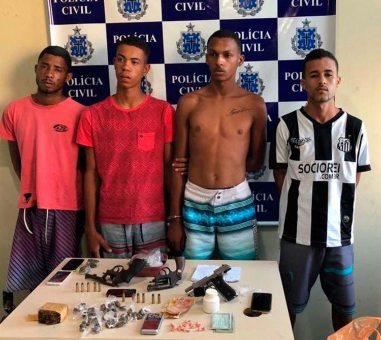 Todos já têm passagens pela polícia por crimes como tráfico de drogas e roubos - Foto: Divulgação | Polícia Civil