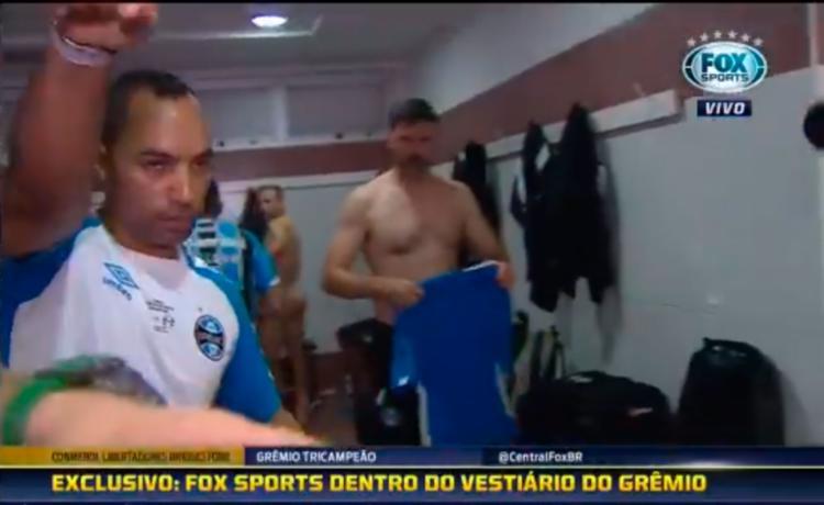 Segurança pediu para equipe se afastar após jogadores serem filmados sem roupas - Foto: Reprodução | Fox Sports