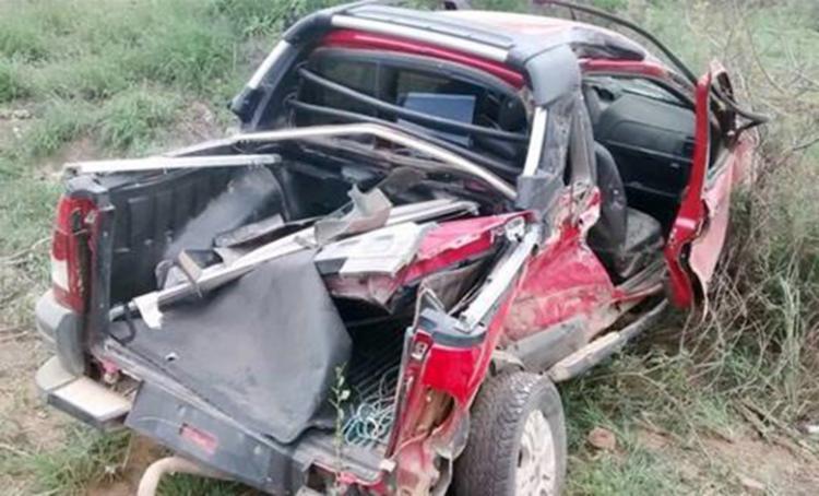 O veículo atingiu o ônibus e caiu numa ribanceira - Foto: Reprodução | Blog do Marcelo