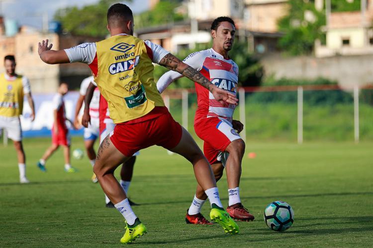 Edigar Junio (à dir.) mira voltar a marcar após 2 jogos de jejum - Foto: Marcelo Malaquias l EC Bahia
