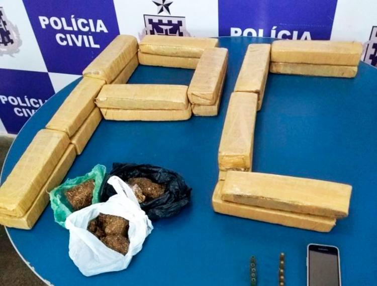 Durante operação, policiais encontraram 30 tabletes de maconha em presídio - Foto: Polícia Civil | Divulgação