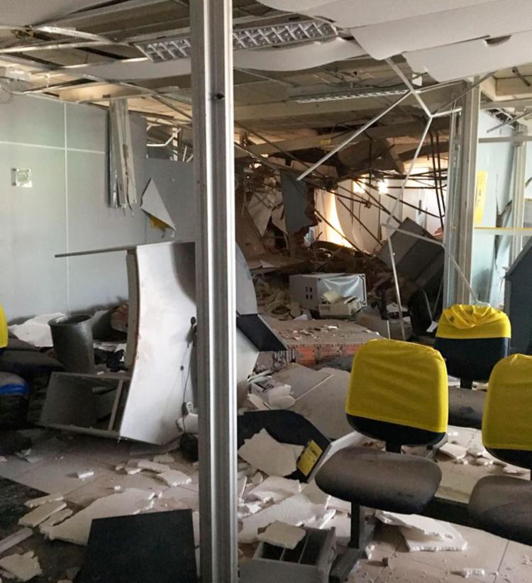 A agência ficou destruída por conta da ação criminosa - Foto: Blog Braga | Divulgação