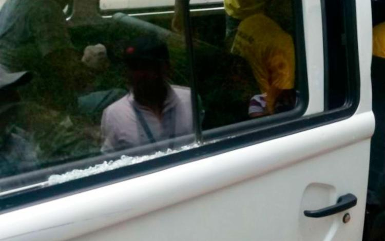 Manifestantes quebraram vidro de van usada pela fiscalização - Foto: Divulgação | Semop