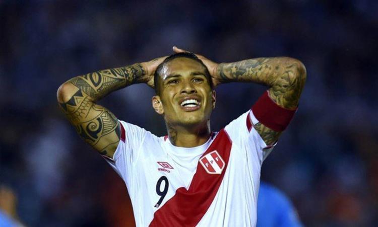 Atacante está fora das partidas da seleção peruana pela repescagem das Eliminatórias - Foto: Pablo Porciuncula l AFP