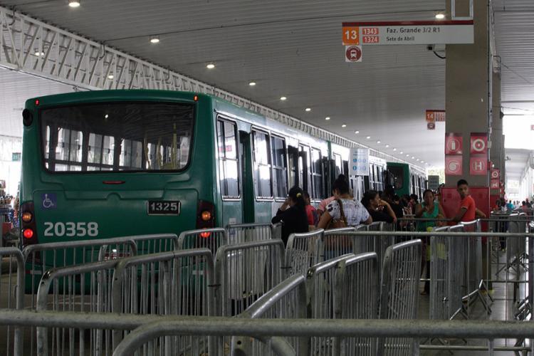 A Estação Pirajá recebe o impacto da reestruturação de 19 linhas do transporte público que circulam na capital - Foto: Mila Cordeiro l Ag. A TARDE