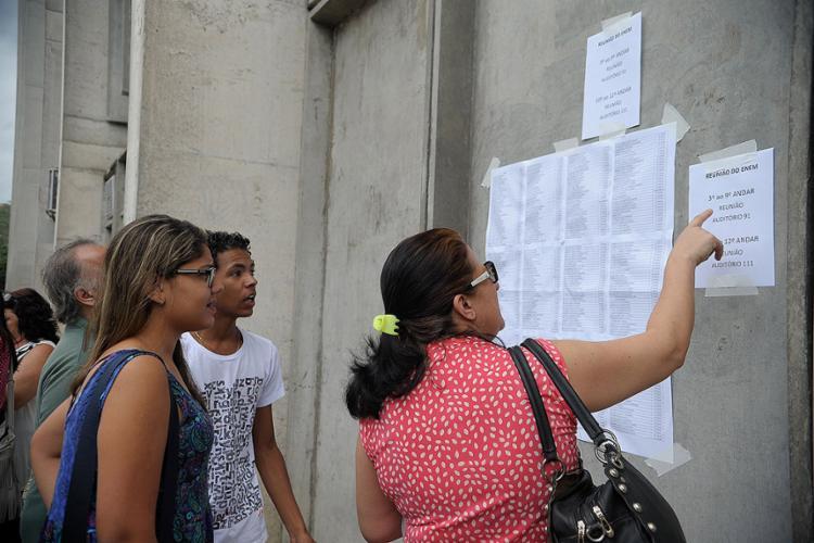 No domingo, estudantes inscritos no exame vão realizar as provas de linguagens, ciências humanas e redação - Foto: Fernando Frazão l Agência Brasil l 24.10.2015