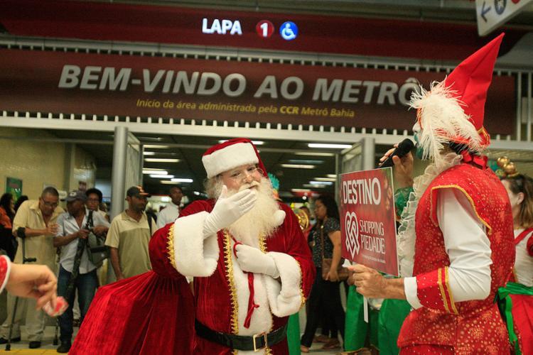 O bom velhinho saiu da estação Pirajá do metrô até a estação da Lapa - Foto: Alessandra Lori l Ag. A TARDE