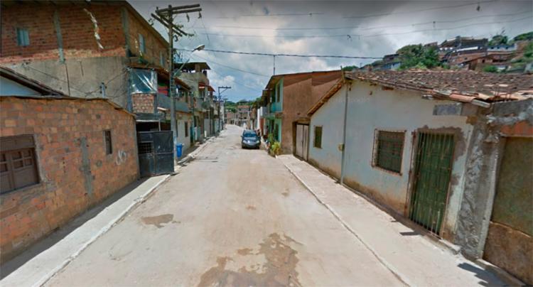 Segundo a polícia, todos foram baleados na av. Oliveira - Foto: Reprodução | Google Maps