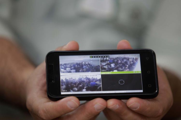 Quem estiver distante e não puder comparecer ao velório pode agora acompanhar a cerimônia até pelo celular - Foto: Luciano da Matta | Ag. A TARDE