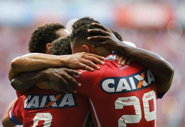 Jogadores festejam vitória contra a Ponte Preta na Arena Fonte Nova - Foto: Margarida Neide | Ag. A TARDE