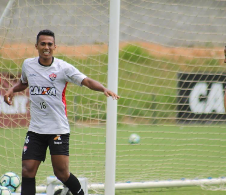 Ainda pensando no título, Palmeiras joga contra o Vitória