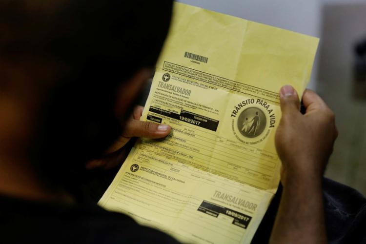 A identificação dos agentes já existe nos autos de infração da Transalvador - Foto: Adilton Venegeroles | Ag. A TARDE