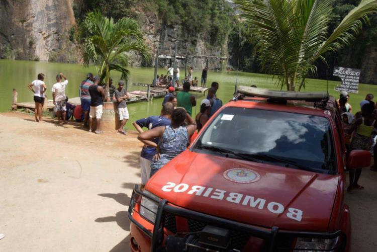 Bombeiros retomaram as buscas na manhã desta segunda-feira, 6 - Foto: Luciano da Matta | Ag. A TARDE