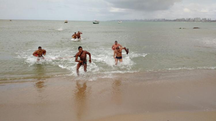 Salva-vidas treinaram na Rua K, em Itapuã, para a competição - Foto: Foto divulgação