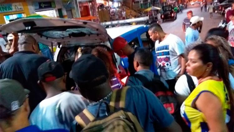 Um vendedor ambulante foi atingido pelos disparos - Foto: Reprodução | Simões Filho Online