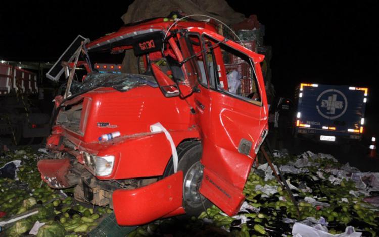 O condutor e o passageiro ficaram preso às ferragens e morreram no local - Foto: Marcos Frahm | Blog do Marcos Frahm