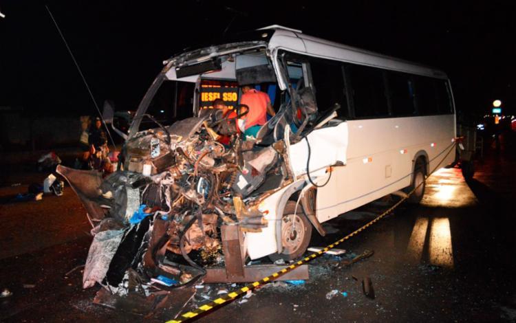 O motorista foi socorrido ainda com vida para uma unidade de saúde - Foto: Elvis Araújo | Blog Braga