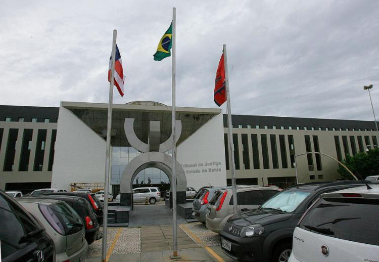 Na Bahia, o TJ também trabalha para analisar os processos - Foto: Joá Souza l Ag. A TARDE l 27.11.2013