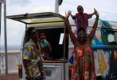 Família aventureira que desbrava o país a bordo de uma Kombi chega a Salvador | Foto: Alessandra Lori l Ag. A TARDE