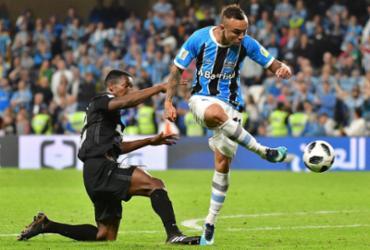 Grêmio sofre, mas vence Pachuca na prorrogação e vai à final