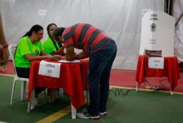 Confira as imagens da eleição no Vitória