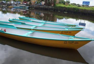 Canoas motorizadas são entregues a pescadores da região do Recôncavo