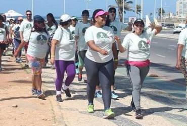 Caminhada na orla de Salvador alerta para risco da obesidade