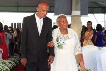 Cerimônia coletiva oficializa união de 50 casais em Amaralina