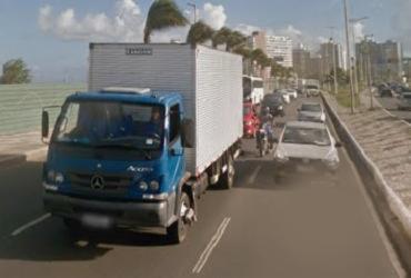Colisão entre três carros deixa um ferido na Boca do Rio