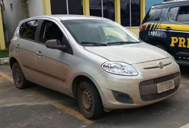 Homem é detido com veículo roubado e documento falso na Bahia