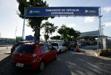 Fila de carros do ferryboat causa engarrafamento na Cidade Baixa | Mila Cordeiro | Ag. A TARDE | 28.04.2017